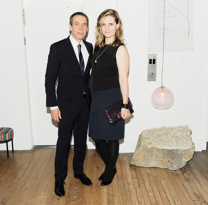 Jeff-Koons-with-stone