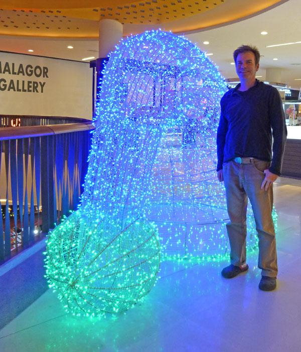 Organic Light Sculpture of Erich Kuns color photo