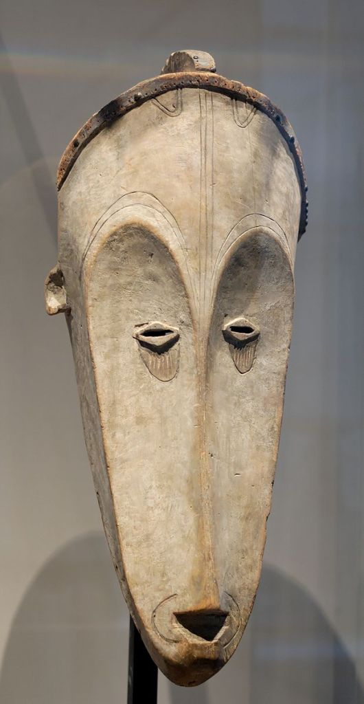 fang_mask_louvre_mh65-104-1