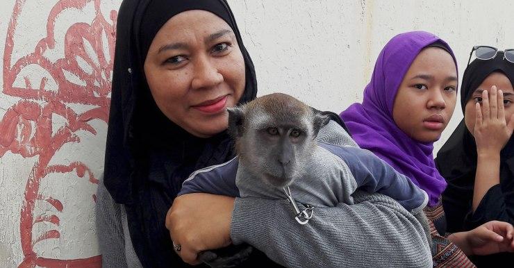 lady-with-monkey